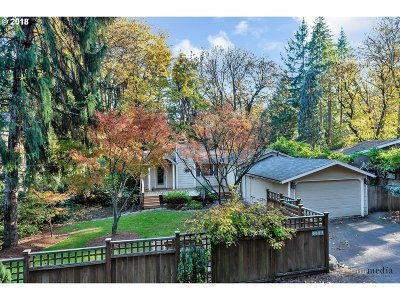 Lake Oswego Single Family Home For Sale: 4596 Lamont Way