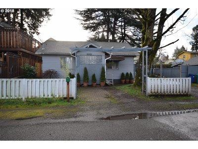 Portland Single Family Home For Sale: 10300 NE Fargo St