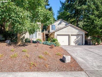 Lake Oswego Condo/Townhouse For Sale: 6925 SW Montauk Cir