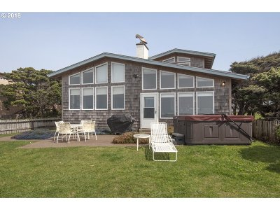 Lincoln City Single Family Home For Sale: 5141 NW Jetty Ave