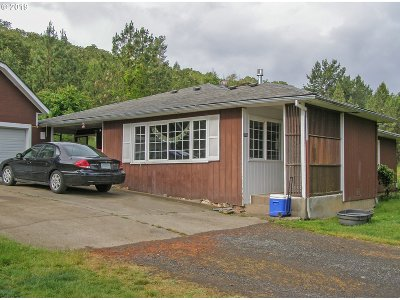 Roseburg Single Family Home For Sale: 3750 Happy Valley Rd