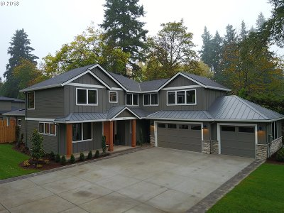Lake Oswego Single Family Home For Sale: 3773 Upper Dr