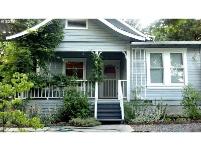 Myrtle Creek Single Family Home For Sale: 336 SW Fifth Ave