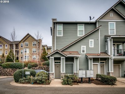 West Linn Condo/Townhouse For Sale: 2600 Snowberry Ridge Ct
