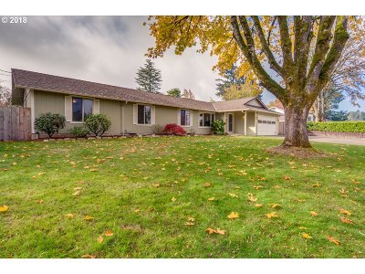 Milwaukie Single Family Home For Sale: 5475 SE Oetkin Dr
