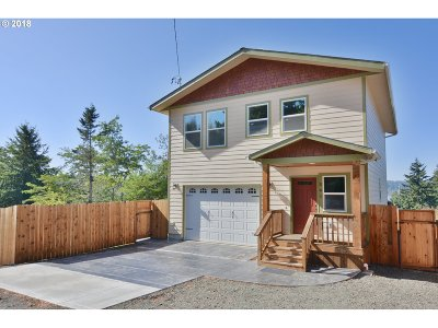 Coos Bay Single Family Home For Sale: 541 10th Ave