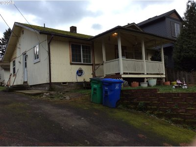 Single Family Home For Sale: 11546 SE Yamhill St