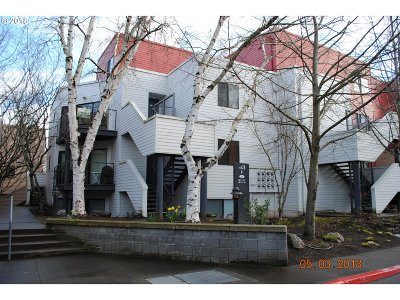 Condo/Townhouse For Sale: 810 NW Naito Pkwy #F-23
