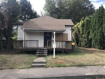 Gresham Single Family Home For Sale: 117 SE Hood Ave