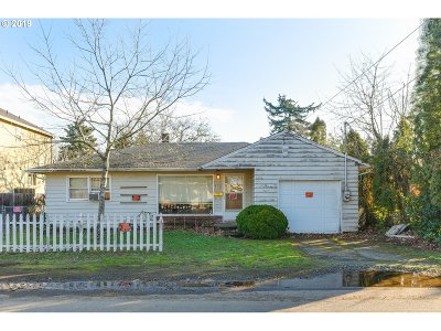 Portland Single Family Home For Sale: 7120 SE 66th Ave