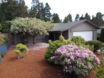 North Bend Single Family Home For Sale: 2680 Virginia