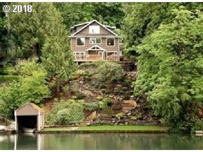 Lake Oswego Single Family Home For Sale: 17211 Blue Heron Rd