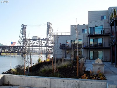 Condo/Townhouse For Sale: 720 NW Naito Pkwy #D12
