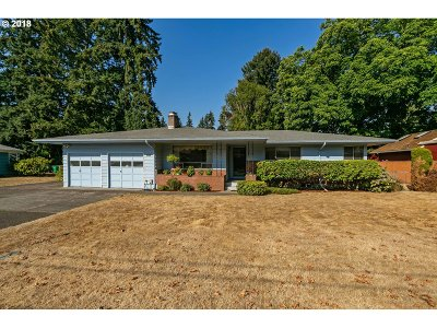 Milwaukie Single Family Home For Sale: 10241 SE 46th Ave