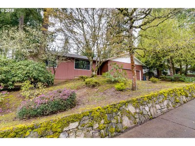 Lake Oswego Single Family Home For Sale: 13850 Verte Ct