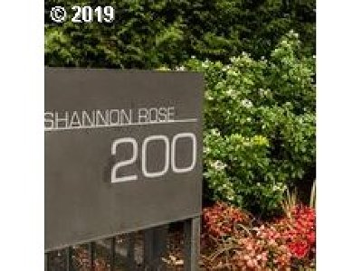 Lake Oswego Condo/Townhouse For Sale: 200 Burnham Rd #303