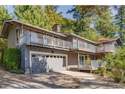 Lake Oswego Single Family Home For Sale: 8 Yorick St