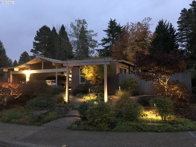 Portland Single Family Home For Sale: 7290 SW 84th Ave