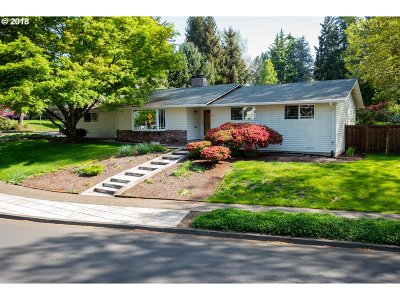 Beaverton Single Family Home For Sale: 6590 SW Elm Ave