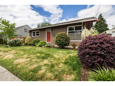 Portland Single Family Home For Sale: 4539 SE 97th Ave