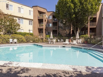 Tualatin Condo/Townhouse For Sale: 8720 SW Tualatin Rd #121