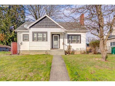 Milwaukie Single Family Home For Sale: 10867 SE Myrtle St