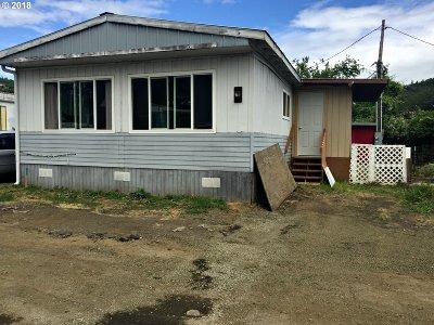Roseburg Single Family Home For Sale: 499 NE Sterling Dr #E-4