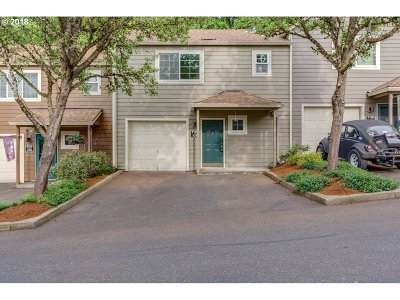 Tualatin Condo/Townhouse For Sale: 7159 SW Sagert St #109