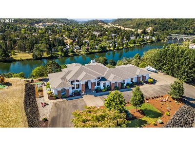 Roseburg Single Family Home For Sale: 121 Boatwatch Ln