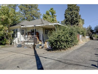 Medford Single Family Home For Sale: 412 N Columbus Ave