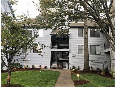 Lake Oswego Condo/Townhouse For Sale: 4000 Carman Dr #A-7