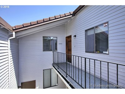 Happy Valley Condo/Townhouse For Sale: 12008 SE 104th Ct
