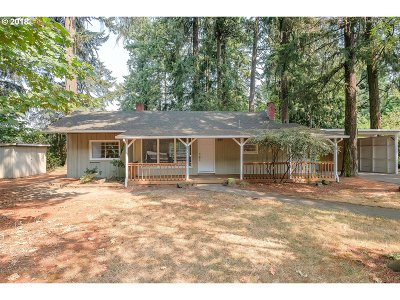 Lake Oswego Single Family Home For Sale: 6291 Harrington Ave