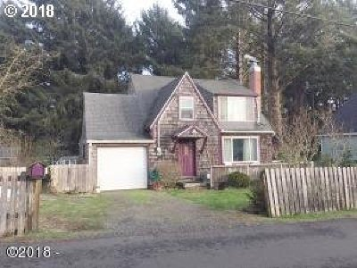 Lincoln City Single Family Home For Sale: 1934 SW Coast Ave