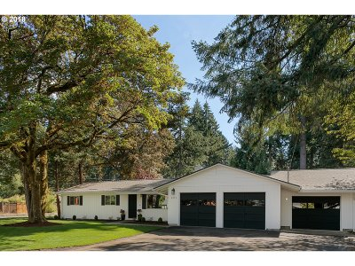 Lake Oswego Single Family Home For Sale: 6096 Harrington Ave