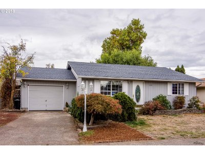 Cottage Grove, Creswell Single Family Home For Sale: 320 F St