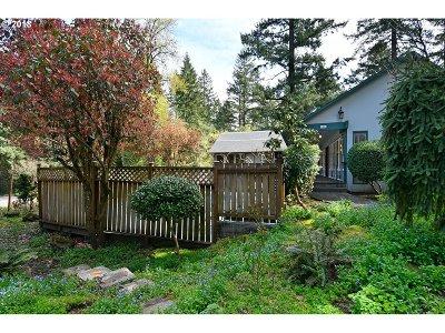 Lake Oswego Single Family Home For Sale: 1804 Oak Knoll Ct