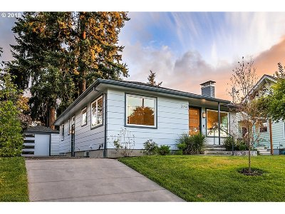 Portland Single Family Home For Sale: 2014 NE Rosa Parks Way