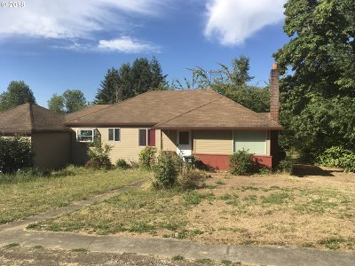 Milwaukie Single Family Home For Sale: 2718 SE Risley Ave