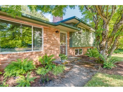 Portland Single Family Home For Sale: 822 SE 128th Ave