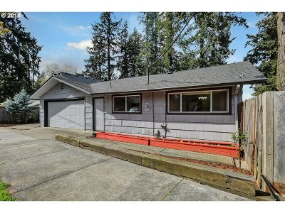 Single Family Home For Sale: 12717 SE Ellis St