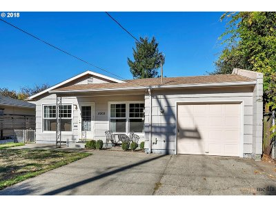 Single Family Home For Sale: 5303 SE Mall St