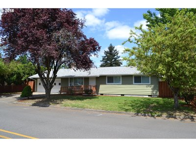 Milwaukie Single Family Home For Sale: 7669 SE Michael Dr