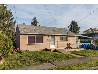 Single Family Home For Sale: 8201 N Swenson St