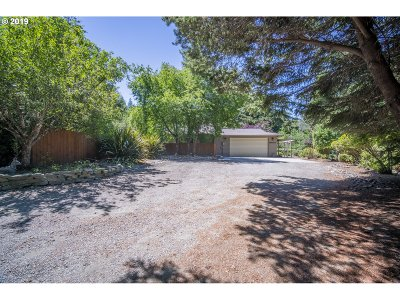 Bandon Single Family Home For Sale: 88912 Sunny Loop Ln