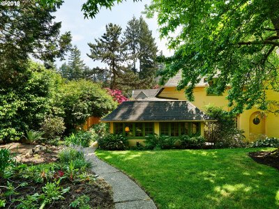Portland Single Family Home For Sale: 2455 SW Broadway Dr