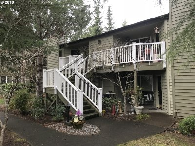 Lake Oswego Condo/Townhouse For Sale: 5056 Foothills Dr #C