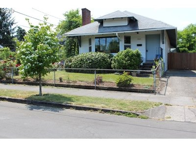 Single Family Home For Sale: 7607 N Albina Ave