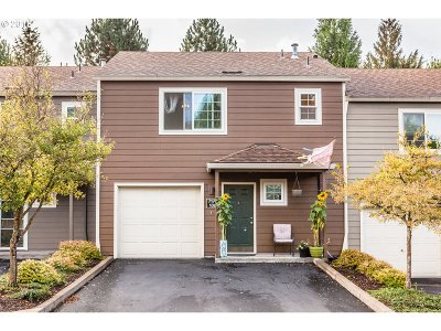 Tualatin Condo/Townhouse For Sale: 7175 SW Sagert St #106