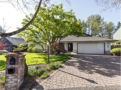 Lake Oswego Single Family Home For Sale: 622 Clara Ct